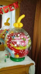 Ballon met cadeaubon en gekrulde vouwballonnen