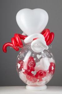 Hartjes ballon gevuld met hartvormige ballonnen
